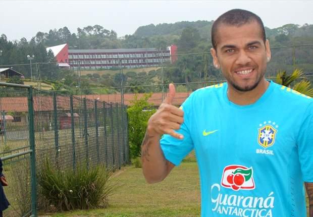 Daniel Alves diz que Felipão merece respeito