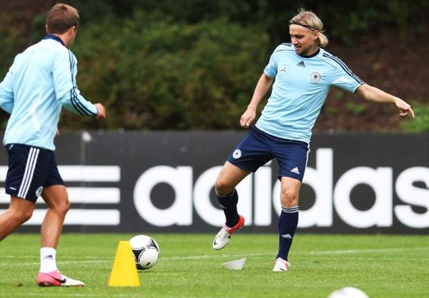 Germany defender Schmelzer wary of Austria threat