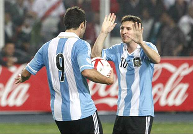 Messi & Higuain behaved like little girls, says Zambrano