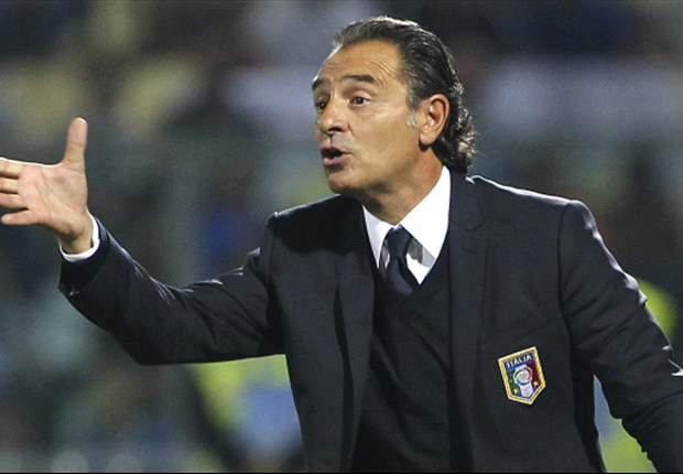 Balotelli can become the best if he stays focused, says Prandelli