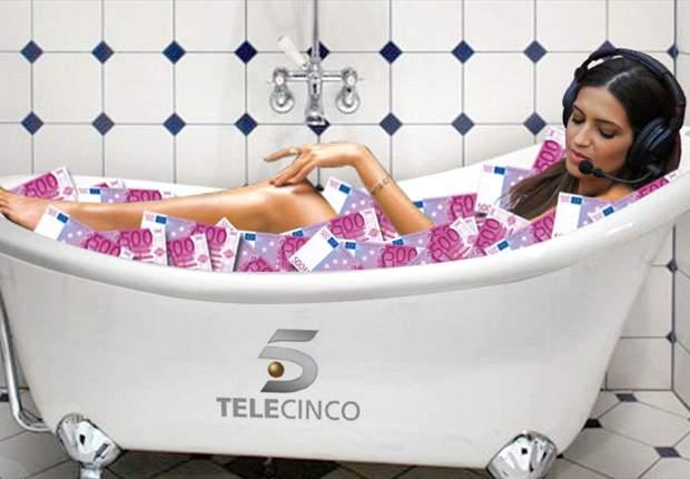 Sara Carbonero, en una bañera llena de billetes de quinientos euros