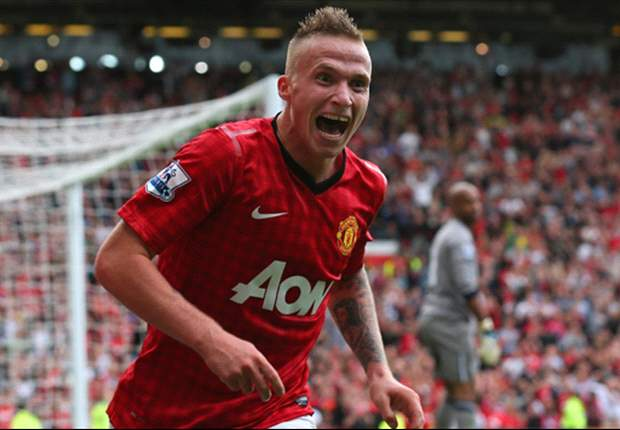 Evra happy to help rival Buttner settle at Man United