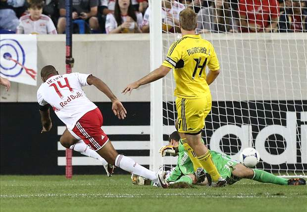 New York Red Bulls 3-1 Columbus Crew: Henry scores an 'olimpico'