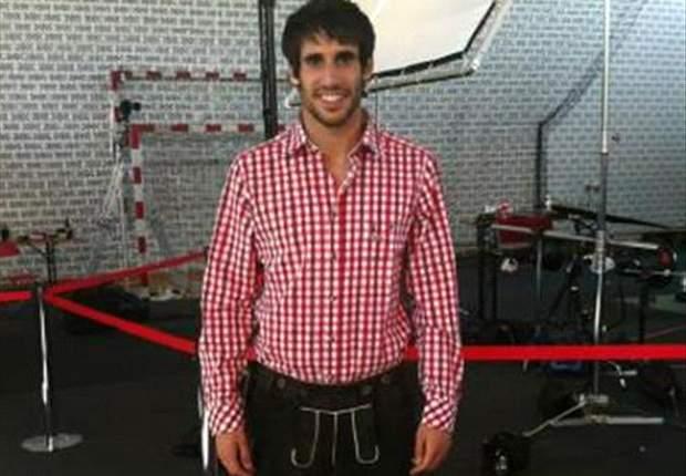 Javi Martínez posa con un traje regional en un spot del Bayern de Munich