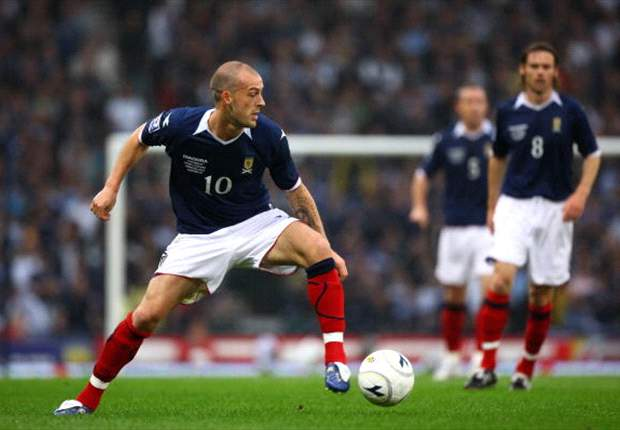 SFA president will not force Scotland boss Levein to recall Steven Fletcher