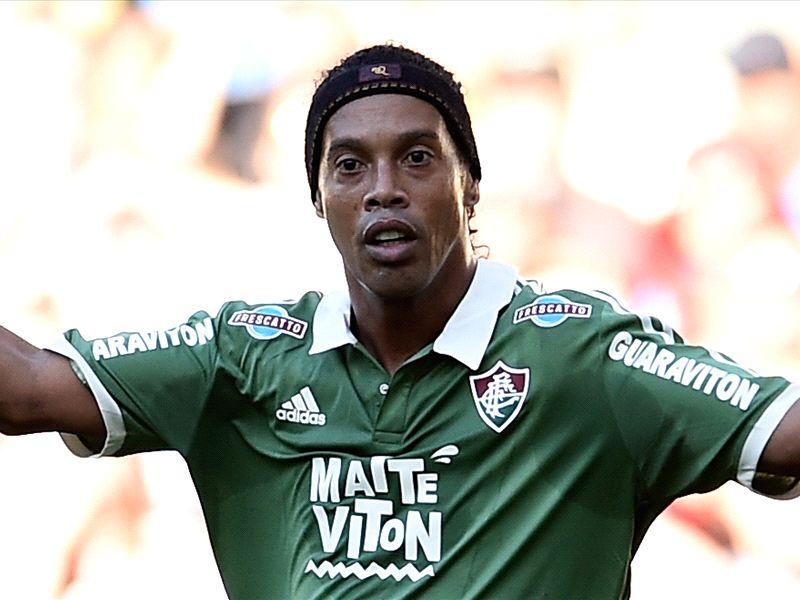 Ronaldinho doet mee met oefenduel Barcelona