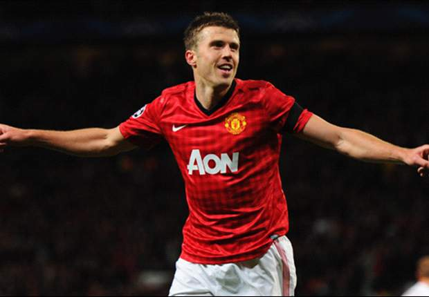 Manchester United midfielder Carrick admits playing in defense is not ideal