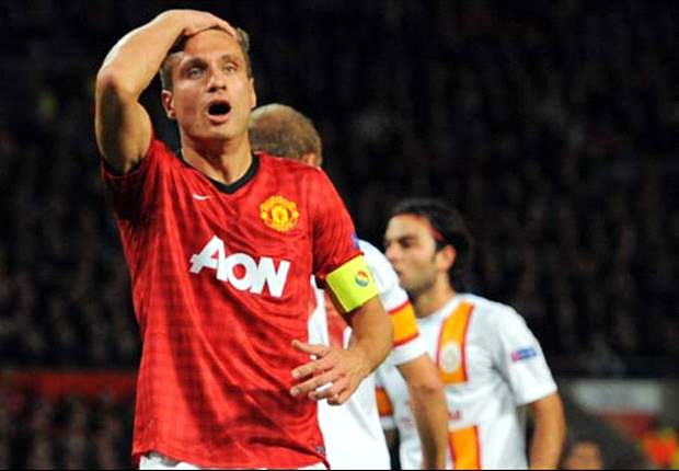 Manchester United defender Vidic ruled out of City clash