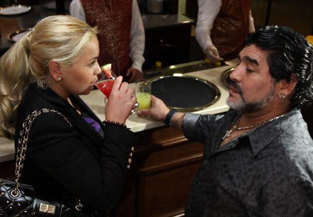 """Diego Maradona, """"embarazado"""" como Gerard Piqué y Shakira"""