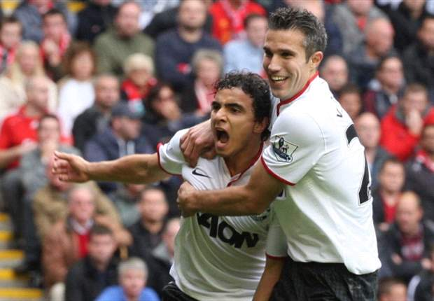 Liverpool 1-2 Manchester United: Van Persie penalty downs 10-man hosts at emotional Anfield