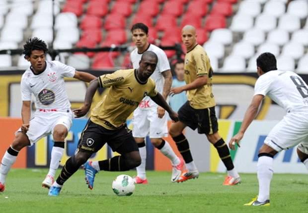 Sem poder treinar, Seedorf passa o treino como auxiliar de Oswaldo