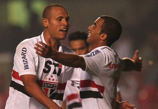 Brasileiro Round 33: Lucas Moura hat-trick guides Sao Paulo to valuable three points