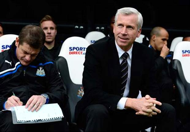 Pardew expects entertainment as Newcastle host Manchester United