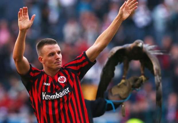 Eintracht Frankfurt Melambung, Alexander Meier Merendah