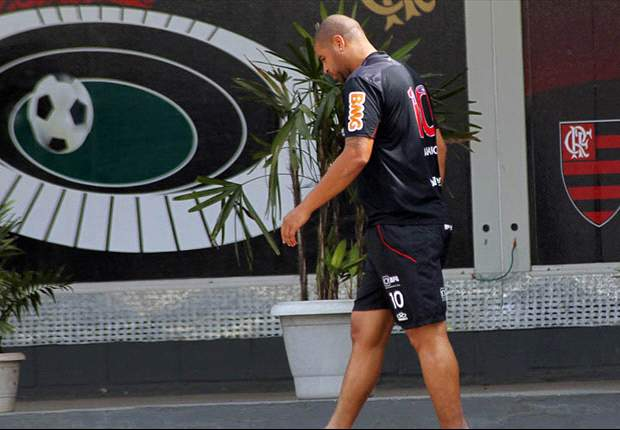 Adriano returns to Flamengo training