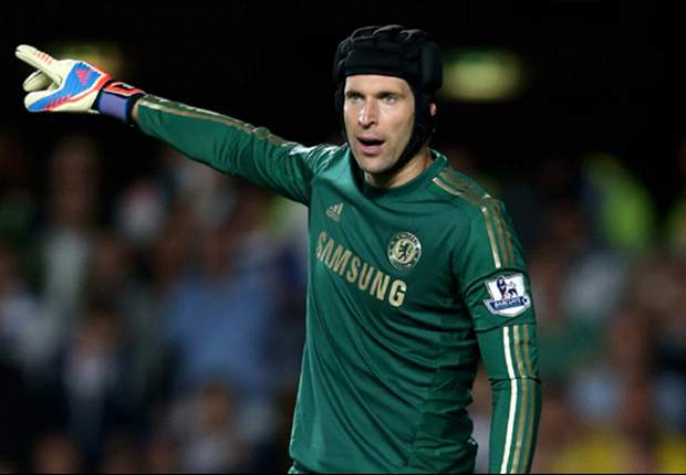 Chelsea keeper Cech delighted with wondersave from Chicharito
