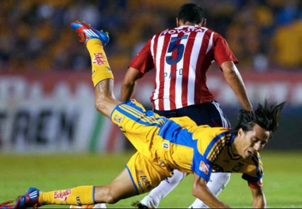 Seis expulsiones en últimos cinco duelos entre Tigres y Chivas