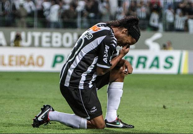Assis diz que Ronaldinho 'tem tudo para ficar' no Atlético