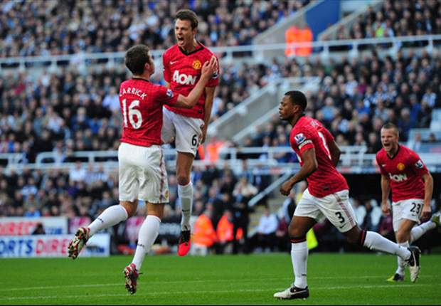 Newcastle 0-3 Manchester United: Evans, Evra and Cleverley fire United up to second