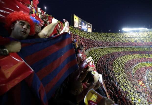 El Camp Nou se acuerda de Mourinho