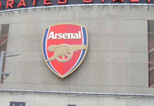 5000 people turn up to watch 'The Gunners' train