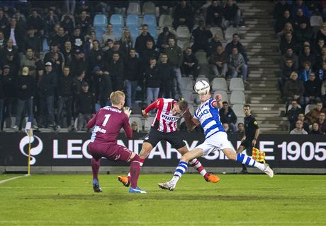 Knoeiend PSV wint doelpuntenshow