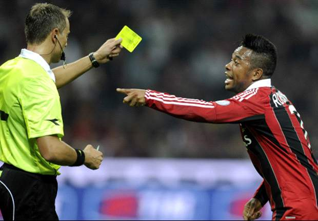 Un goal non convalidato, un rigore e due espulsioni mancate: la moviola di Milan-Inter, ecco dove nasce la rabbia dei rossoneri contro Valeri