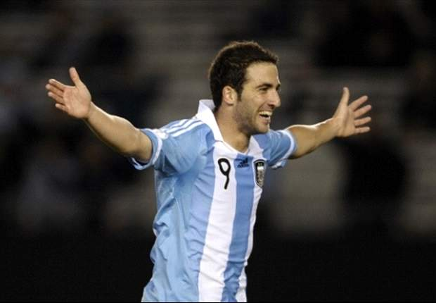 Higuaín desfalca Real Madrid e Argentina por um mês