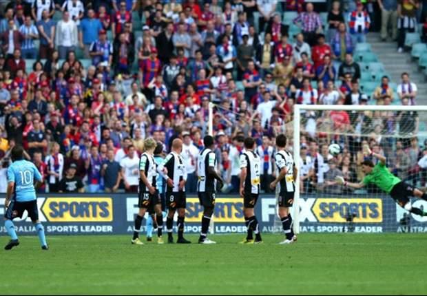Punizione dalla 'sua' mattonella e Sydney in delirio: super-goal di Del Piero in Australia (VIDEO)