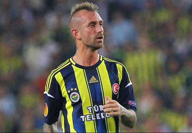 Meireles denies spitting at referee