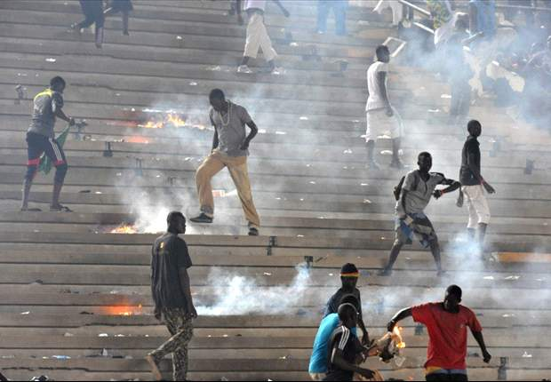 Missile throwing fans force Senegal - Ivory Coast Afcon qualifying game to be abandoned