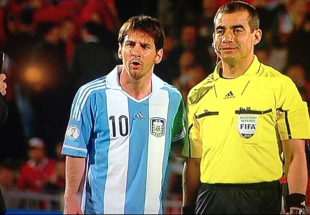 Paraguayan linesman explains Messi photograph