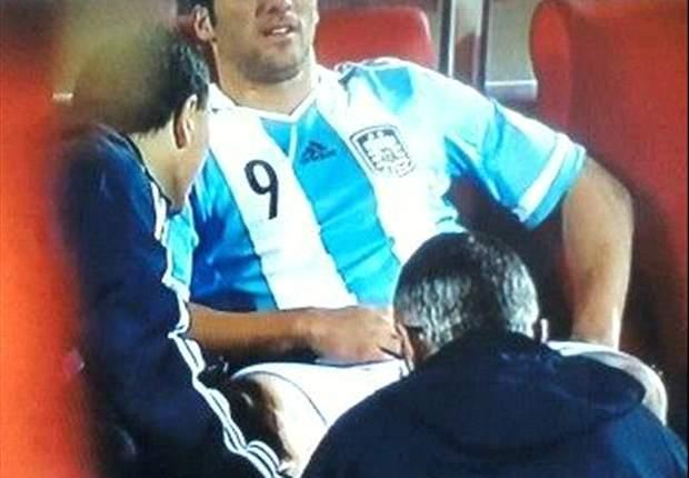 Gonzalo Higuaín aclara que sólo sufrió un golpe ante Chile