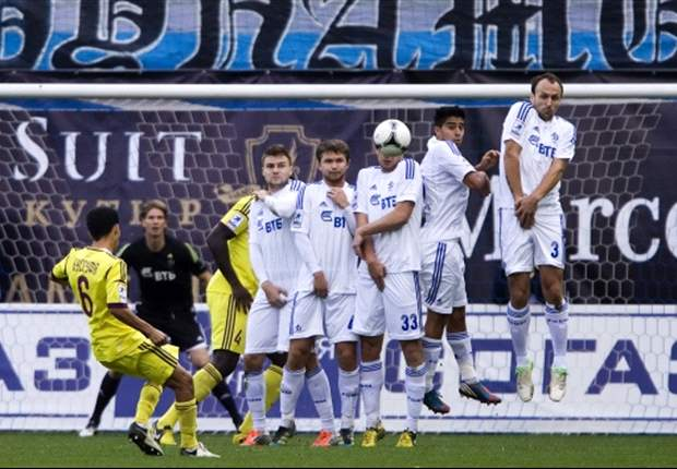Dinamo Moscow squad shot at by angry fans