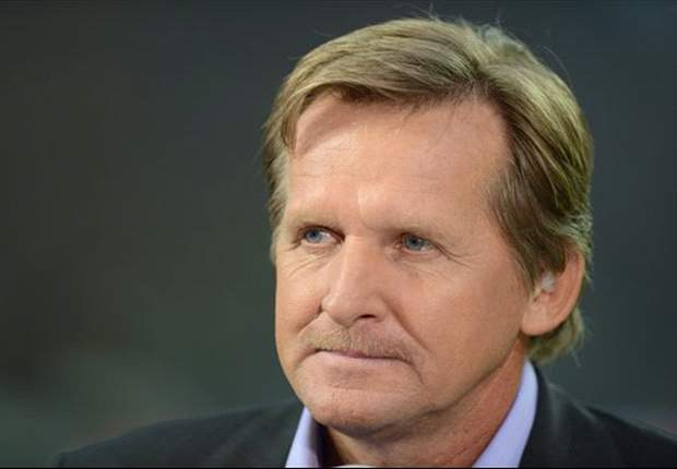 Bernd Schuster defiende a Leo Messi en el incidente del parking
