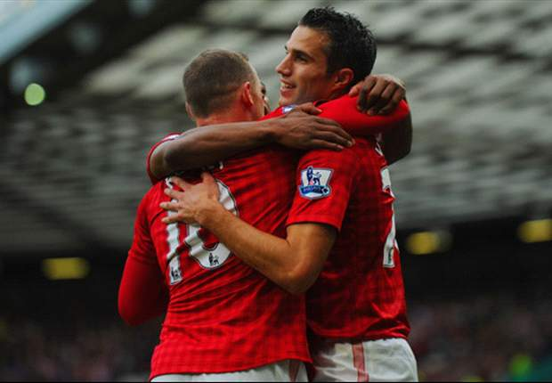 Welbeck or Chicharito: Which Manchester United striker is most under threat?