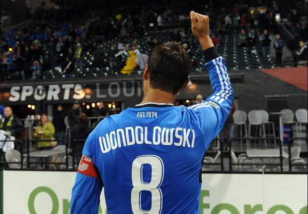 Chris Wondolowski equals MLS scoring record