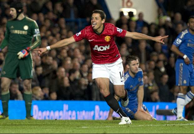 Chelsea 2-3 Manchester United: Van Persie, Chicharito & card-happy Clattenburg end Blues' unbeaten run