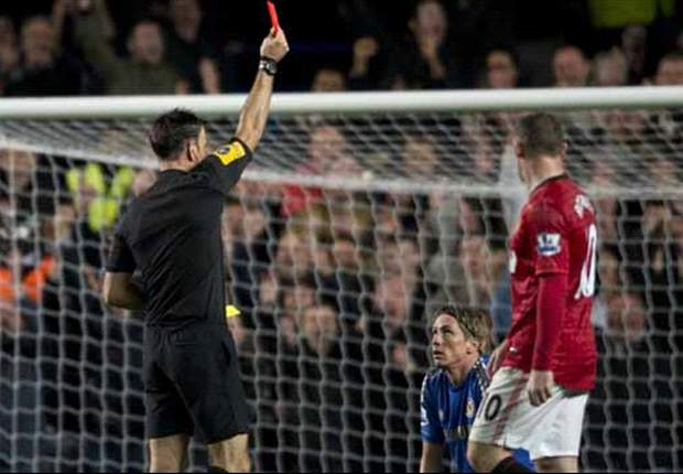 Unhappy Di Matteo blames Clattenburg for defeat to Manchester United