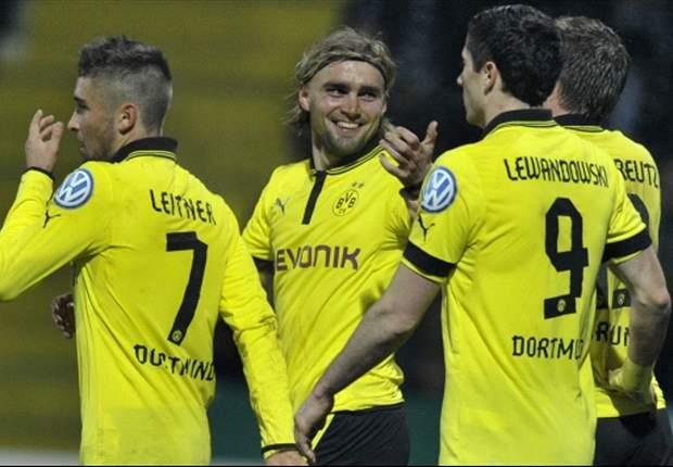 Borussia Dortmund y Schalke 04 ganan sin problemas en la Copa de Alemania
