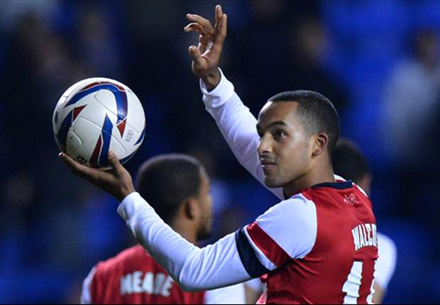 Wenger wants Walcott's Arsenal contract situation resolved by Christmas