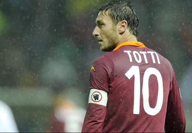 """La Roma inizia il nuovo corso, Totti chiama a raccolta i tifosi: """"Ci servite per risalire, le offese ci indeboliscono..."""""""