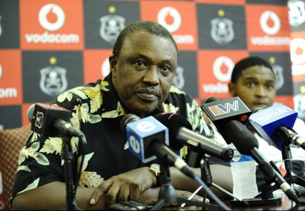 Dr Irvin Khoza could sacrifice Benni McCarthy and keep Roger De Sa at Orlando Pirates