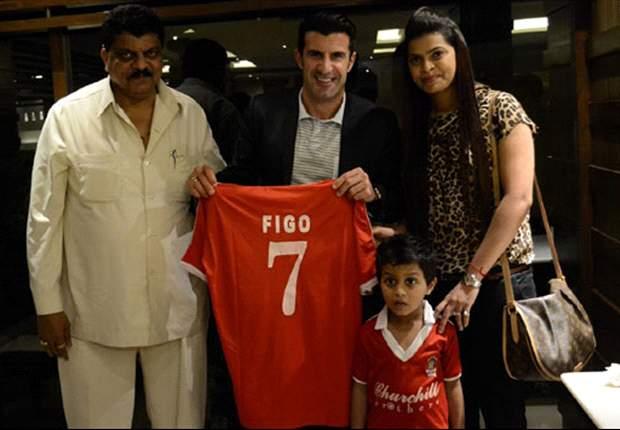 Figo roemt aantrekken Neymar, Cruijff niet