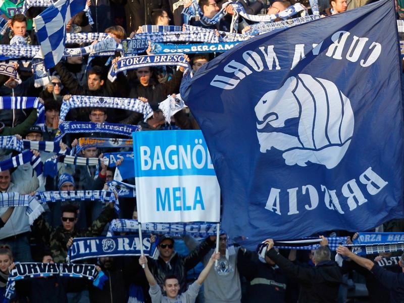 Paura per uno steward durante Brescia-Bari: partita sospesa 3 minuti