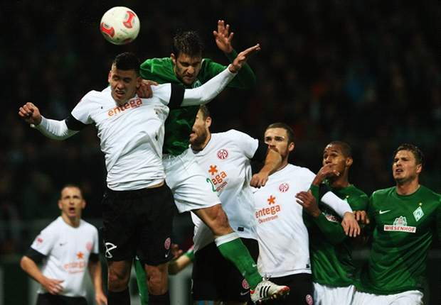 Aaron Hunt Bawa Werder Bremen Taklukkan Mainz