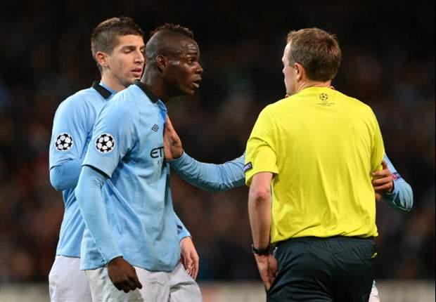 Balotelli faz festa antes de partida e irrita dirigentes do Man City