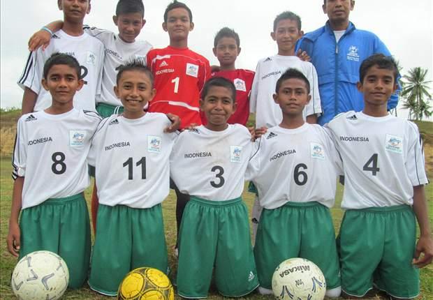 FOKUS: Juara Danone 2012 Masih Berlatih Di Lapangan 'Kampungan'