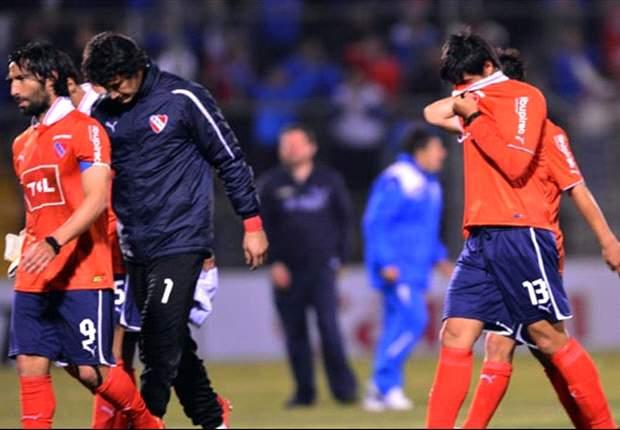 Independiente 0-1 Belgrano: Por dos bombas de estruendo, suspenden el partido