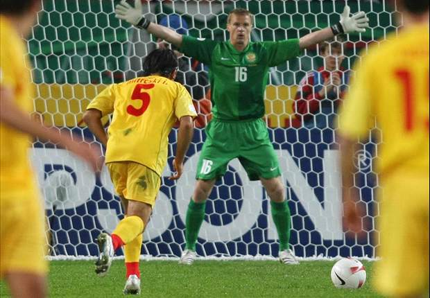 Malafeev admits Russia are nervous ahead of Euro 2012 opener